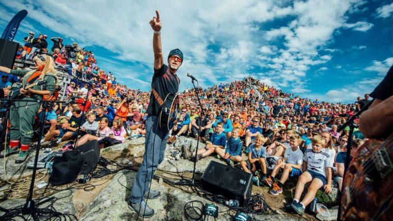 Konsertene på Nesaksla og Trollstigen har vært veldig populære blant publikum. Slik så det ut da Di Derre åpnet festivalen på Nesaksla i 2017.